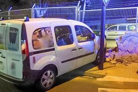 Una conductora cuadruplica la tasa de alcohol tras empotrarse contra una pared en Ibiza