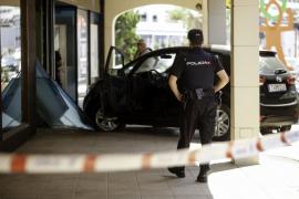 La Policía busca a los autores de un espectacular alunizaje en una oficina bancaria de Ibiza