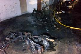Sobresalto por un incendio que afectó a siete motos en Formentera