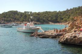 Se incrementa el número de usuarios de excursiones marítimas a Cala Salada