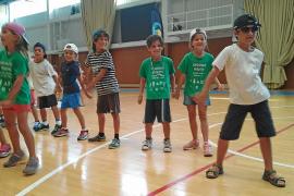 Baile y actividades acuáticas para despedir el verano en las Pitiusas