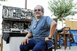 Carlos Febre: «Al principio estábamos con telas en el suelo y una botella partida con una vela para la noche»