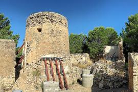 La propiedad de la torre des Llucs apuntala la estructura para evitar su hundimiento