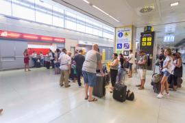 Air Nostrum cancela tres vuelos con salida desde Ibiza por la avería de un avión