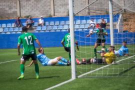 El partido entre la UD Ibiza y el Atlético Sanluqueño, en imágenes (Fotos: Mohamed Chendri).