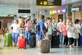 Ibiza y Formentera reciben 34.838 turistas menos en junio y julio respecto al año pasado
