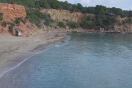 La Guardia Civil investiga la identidad de un cadáver hallado esta mañana en una playa de Santa Eulària