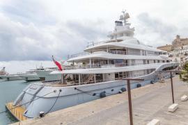 Atraca en Ibiza el yate del magnate mexicano en el que murió una famosa 'influencer'