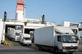 El transporte de mercancías hacia las Islas es cuatro veces más caro que en la Península