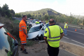 Herida leve una conductora tras salirse de la vía en Sant Josep
