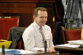 El presidente del Parlament Balear 'ningunea' a Salvador Aguilera al no darle despacho