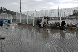 Trabajadores de las navieras piden a la APB casetas donde resguardarse de la lluvia