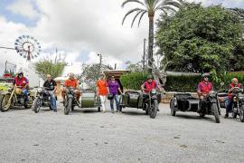 Más de 20 motos clásicas recorren la isla de Ibiza de punta a punta