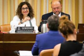 Montero confirma que las rentas de más de 140.000 euros pagarán varios puntos más de IRPF