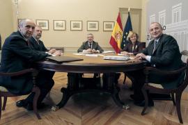 El PP rechaza de plano un pacto global mientras el Gobierno percibe un acercamiento