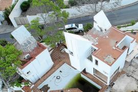 Inician el derribo de la casa Van der Driesche y Sant Josep suspende las obras