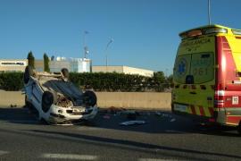 Herida leve una joven en un aparatoso accidente en Ibiza