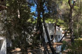 Muere un hombre tras precipitarse desde un segundo piso en Formentera