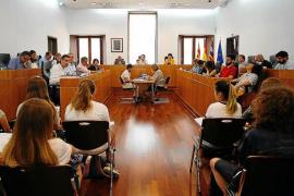 Virginia Marí asegura que el puerto de Ibiza ha sufrido más de seis vertidos este verano