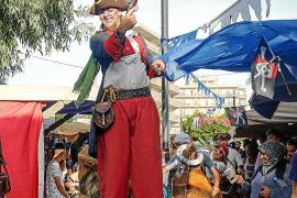 Un mundo mágico de piratas, guerreros y magos entre turistas y residentes