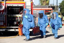 Los bomberos de Valencia con traje de nivel 3.