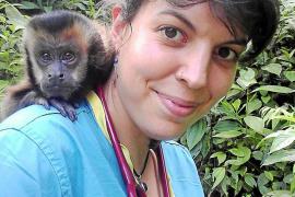 Jara Cano, una ibicenca que hace más fácil la vida de los animales de la selva de Bolivia