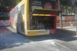 Un autobús de línea sufre un conato de incendio en es Canar