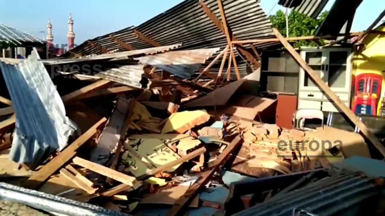 Vídeo | Aumenta a 384 el balance de muertos por los terremotos y el tsunami en la isla indonesia de Célebes