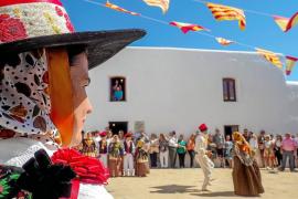 Las fiestas de Sant Miquel atraen a ibicencos y turistas en su día grande