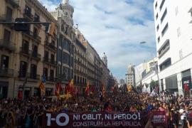 Miles de estudiantes se manifiestan por Barcelona para reivindicar el 1-O