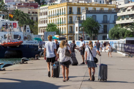 España suma 10,2 millones de turistas en agosto, un 1,9% menos
