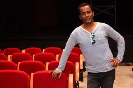 Luis Garván: «El teatro siempre tiene que tener una actitud crítica porque es el reflejo de nuestro día a día»