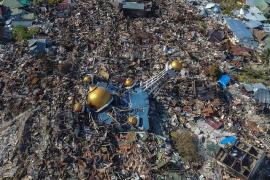 Ascienden a más de 1.550 los muertos por el terremoto y tsunami en Indonesia