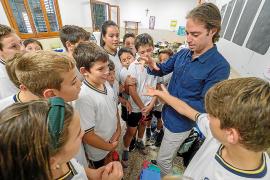 El 'maestro mago' presenta en Ibiza su método de estudio con magia