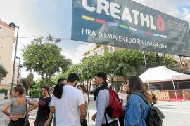 Emprendedores enseñan a emprendedores en la I feria del empredimiento Creathló