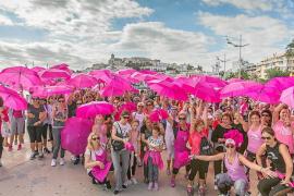 El rosa colorea el puerto y el paseo marítimo contra el cáncer de mama