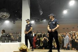 El juzgado archiva la causa contra los gogós disfrazados de policía en Pacha