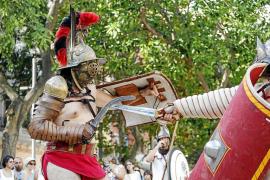 Gladiadores, soldados y civiles de hace más de 2.000 años acampan en Puig des Molins