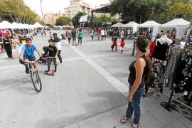 El pequeño comercio de Vila aprovecha el Puente del Pilar para salir a la calle