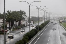 Ibiza y Formentera siguen en alerta de lluvias este lunes