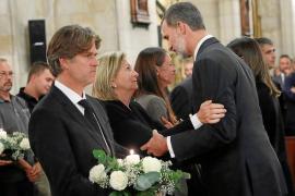 Multitudinaria despedida a las trece víctimas de la tragedia del Llevant de Mallorca