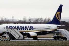 La justicia pide la máxima pena para un mujer británica que obligó a desviar un vuelo con destino Ibiza