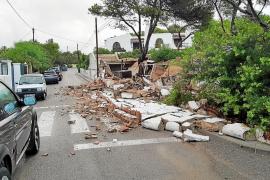 La lluvia y la mala conservación causan el derrumbe de un inmueble en Sant Antoni