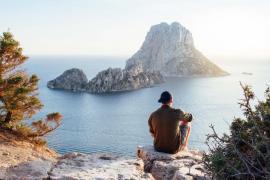 Explorar Ibiza en invierno conduciendo un coche de alquiler por menos de 1 euro al día