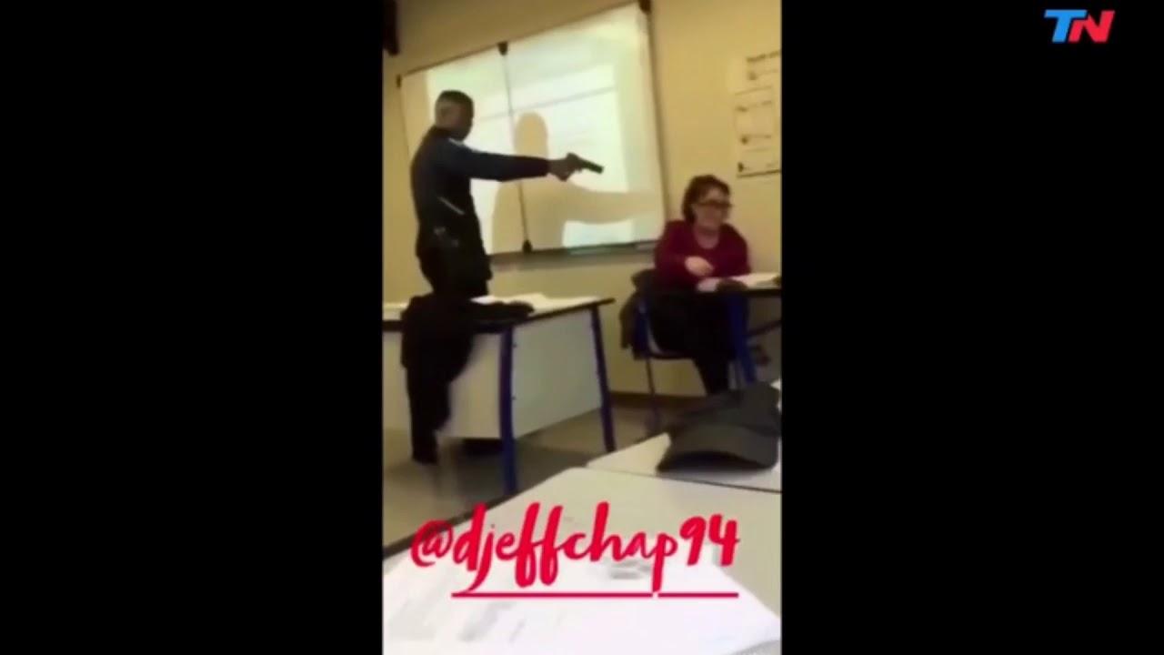Un alumno francés amenaza con una pistola a una maestra en clase