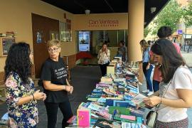 Magna Pityusa celebra su décimo mercadillo del libro frente a Can Ventosa