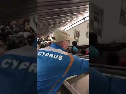 Pánico por la caída de una escalera mecánica del metro de Roma