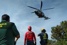 Rescatado un bombero que se fracturó una pierna mientras realizaba una práctica en Sant Miquel