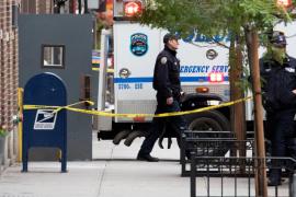 Policía en la oficina donde se ha hallado un paquete sospechoso