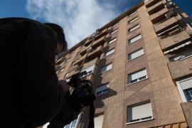 Mueren una mujer y un niño al caer desde un sexto piso en Murcia